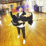 """""""Teamgeist-Wenn du schnell gehen willst, geh alleine. Wenn Sie weit gehen wollen, gehen Sie zusammen!"""", postet Erich Klann, der Tanzpartner von Unternehmerin Judith Williams auf seinem Instagram-Account. Das Tanzpärchen scheint auf dem Tanzparkett in jedem Fall zu harmonieren."""