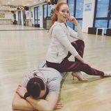 Oh, oh! Barbara Meier scheint ihren Tanzpartner Sergiu ganz schön platt zu machen. Ob die beiden zur nächsten Show wohl wieder die Tanzfläche rocken können?