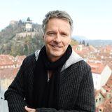 "Heute ist Jörg Pilawa vor allem als Quizmaster ""Quizduell"" (ARD) bekannt."