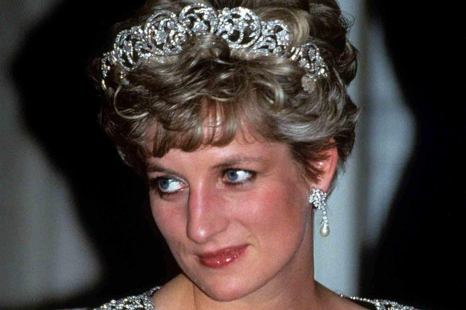 Die Spencer-Tiara wählte die spätere Prinzessin Diana als ihr Hochzeitsdiadem. Sie ist im Familienbesitz der Familie Spencer.