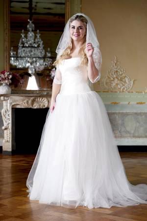 Eine hübsche Braut: Schlagersängerin Beatrice Egli macht im Hochzeitskleid eine tolle Figur