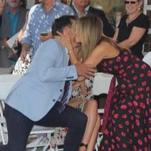 Jennifer Aniston und Will Arnett begrüßen sich im Juli 2017 bei der Verleihung eines Stern auf dem Walk of Fame. Auch Justin Theroux (r.) war dabei