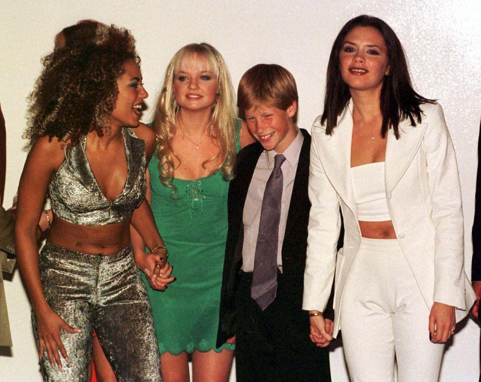 """Ein Wiedersehen mit den Spice Girls  Mel B von den Spice Girls bestätigt in der Talkshow """"The Real"""", dass sie und ihre Bandkollegen Gäste bei der royalen Hochzeit am 19. Mai sein werden. Vielleicht wird die Girlband der 90er Jahre ja auch ein Ständchen bei der royalen Festlichkeit singen?"""