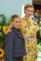 Der Größenunterschied von Margot Robbie und Elizabeth Debicki ist nicht ganz unerheblich.