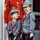 """1989  Prinz Harry wird ein großer Junge: Er darf am 12. September erstmals zur Schule. Ab sofort trägt er die Schuluniform der """"Wetherby School""""."""