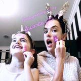 Nach ziemlich eindeutigen Trennungsgerüchten um Model Alessandra Ambrosio und Jamie Mazur, verbringt das Model ihren Sonntag mit ihrer Tochter. Die Beiden haben viel Spaß und gönnen sich eine pinke Gesichtsmaske ...