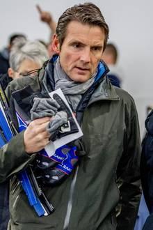 """Niederländische Royals versammeln sich im Eisstadion Thialf in Heerenveen; es gilt das Charity-Event """"Gunsten von Lymph & Co."""" zu unterstützen, welches Gelder für Forschung und Behandlung von Lymphomen sammelt. Prinz Maurits, außerordentlicher Adjutant des Königs, steht es ins Gesicht geschrieben: Er will auf dem Eis eine gute Performance hinlegen ..."""