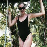 Model Lena Gercke urlaubt aktuell in Thailand und beglückt uns mit Instagram-Schnappschüssen in Badeanzug und Bikini. Doch was steht Lena besser? Dieser heiße, schwarze Badeanzug oder ...