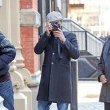 16. März 2018  John Stamos dreht den Spieß mal um und knipst die Paparazzi in New York ...