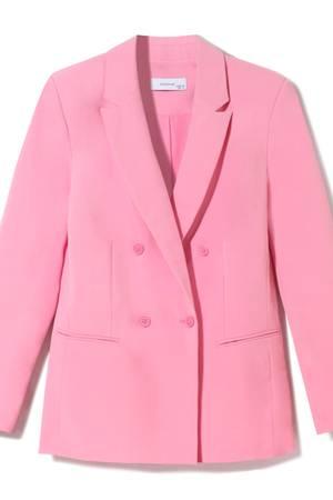"""Die Frühjahr-/Sommer-Kollektion von """"Reserved"""" ist inspiriert vom Stil der 80er-Jahre. In diesem rosafarbenen Blazer begeben wir uns gerne auf eine modische Zeitreise. Ca. 44,99 Euro"""