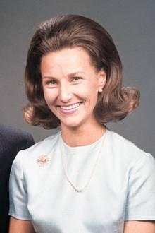 """19. März 2018   Das offizielle Verlobungsfoto: Norwegens Königspaar Harald und Sonja feiern den 50. Jahrestag ihrer Verlobung. Ein wichtiger Tag für sie, auf den sie damals lange gewartet hatten. """"Ihre Geschichte ist wie ein Drehbuch für einen Film"""", so der Königshausexperte Anders Stavseng. Neun Jahre warteten sie darauf, sich verloben zu können; erst dann, im Jahr 1968, wurde die Verlobung zwischen Kronprinz Harald und der bürgerlichen Sonja Haraldsen akzeptiert."""