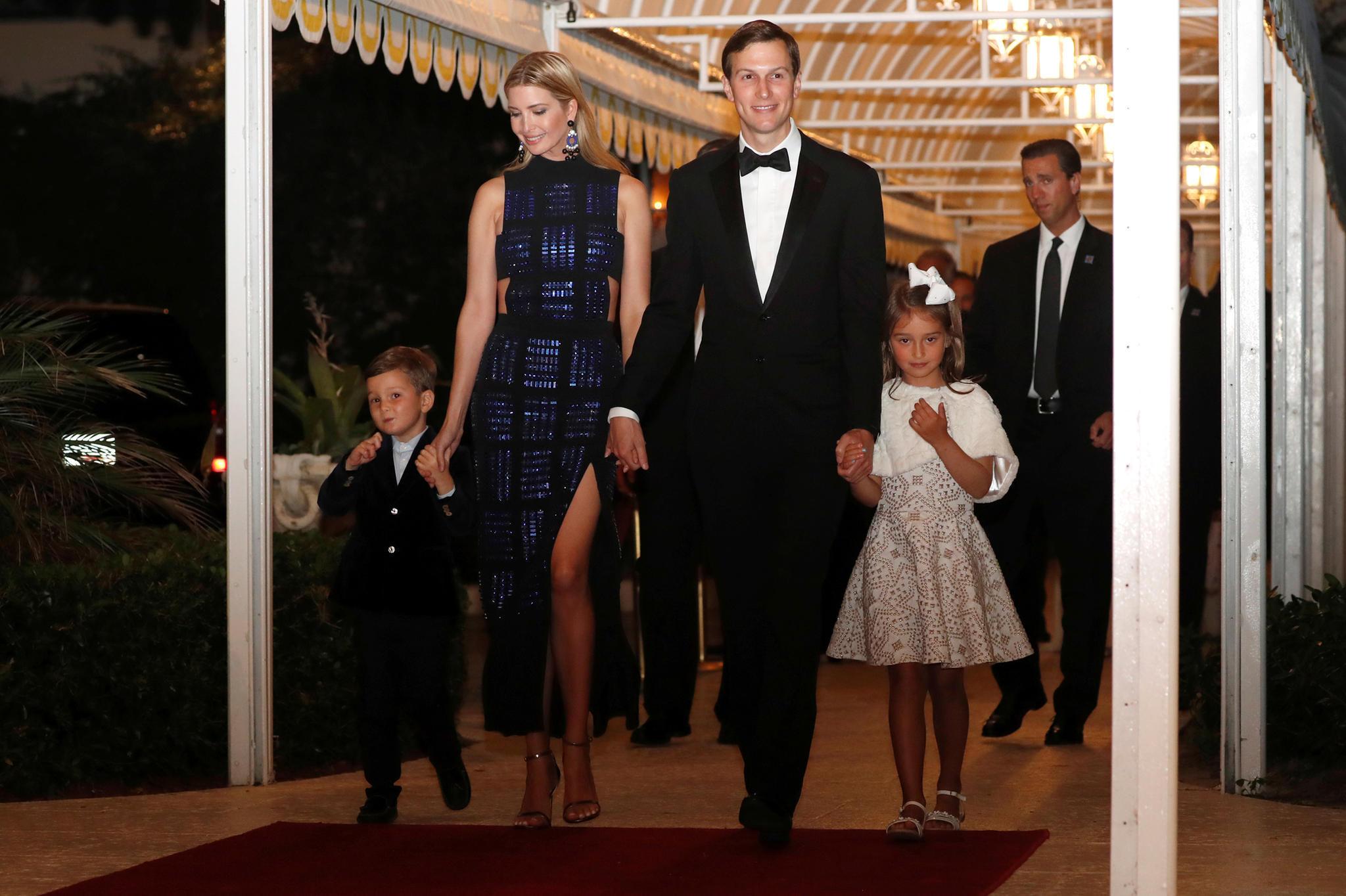 Joseph (l.) und Arabella (r.) mit ihren Eltern Ivanka Trump und Jared Kushner