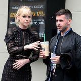 So ein Kaffee hält sich nicht von alleine: Schauspielerin Anna Faris kann sich auf ihren Helfer in der Not verlassen.