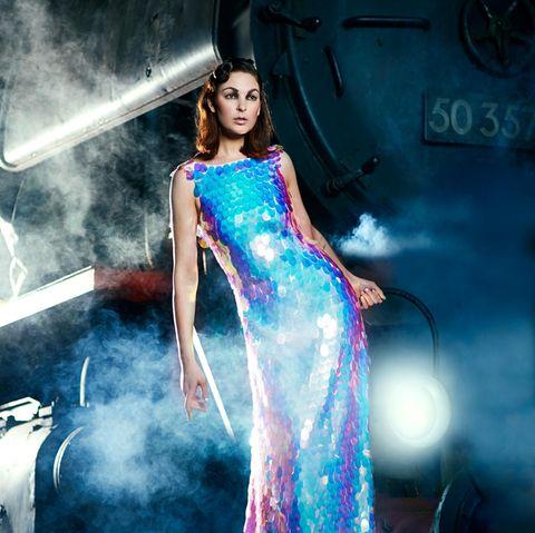 """Absoluter Hingucker: Das von Anja Gockel designte Kleid in der Tradition des Films """"Mord im Orient-Express"""". Ein Einzelstück, das Sie nur bei GALA gewinnen können!"""