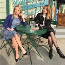 """20. März 2018  """"Aufgepasst Monterey, hier kommen wir!"""", postet Reese Witherspoon. Zu sehen ist sie mit ihrer Schauspielkollegin Laura Dern aus der Serie """"Big Little Lies"""""""