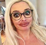 """""""Da einige gestern mein Lippen-Make up bemängelt haben, wollte ich es heute mal etwas natürlicher halten #lachflash"""", schreibt die Katze zu diesem Schnappschuss und nimmt damit die Kritik einiger User wie immer mit Humor."""