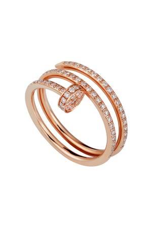 """Dieser Ring trifft den Nagel auf den Kopf: 18 Karat Rotgold vereint mit 77 Diamanten im Brilliantschliff - wir sind verliebt! Aus der """"Juste un Clou""""-Kollektion von Cartier, ca. 9.450 Euro."""