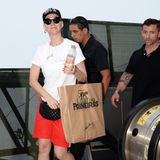 In Shorts, T-Shirt, Sneaker und Cap zeigt sich Katy Perry beim Shopping in Sao Paulo.