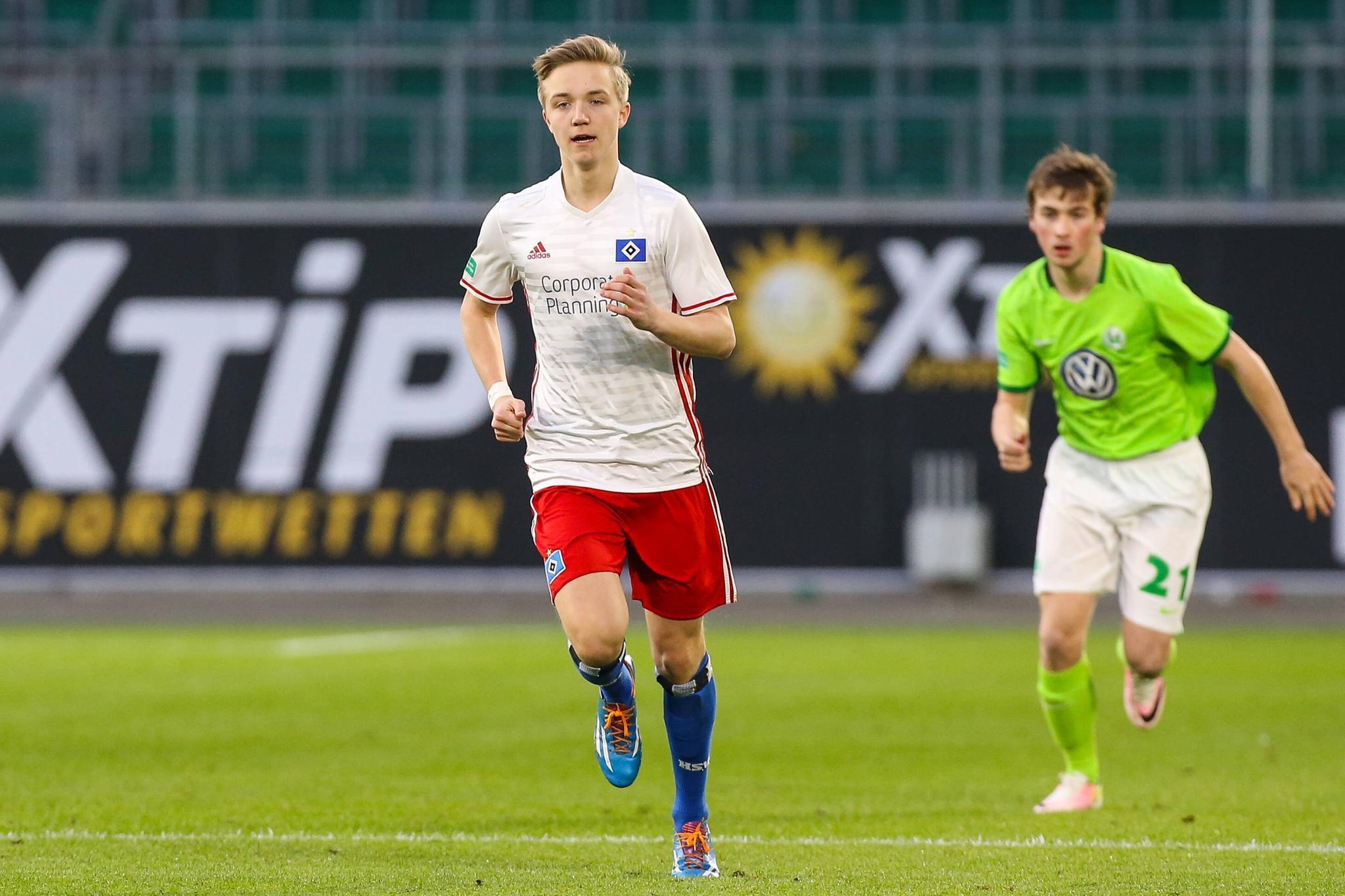 Oliver Geissen Sohn Max 19 Geht Unter Die Fußball Profis Galade