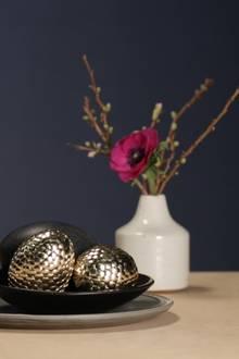 Kreatives DIY: So einfach basteln Sie Ostereier im Metall-Look