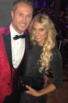 Nico Schwanz mit seiner aktuellen Freundin Vanessa Schmitt (vorne), die seiner Ex Saskia Atzerodt zum Verwechseln ähnlich sieht