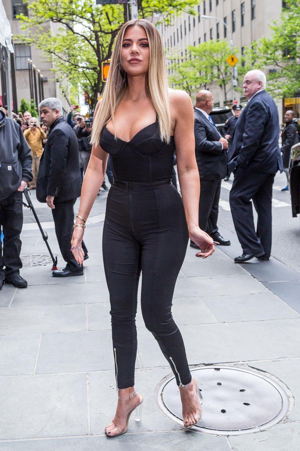 """Khloé Kardashian: 14 Jahre alt  Das Reality-TV-Sternchen erzählte dem Magazin """"The View"""", dass sie sich von ihrem älteren Sexpartner betrogen gefühlt hatte. """"Zurück betrachtet, denke ich, war es keine normale Sache"""", sagte sie."""