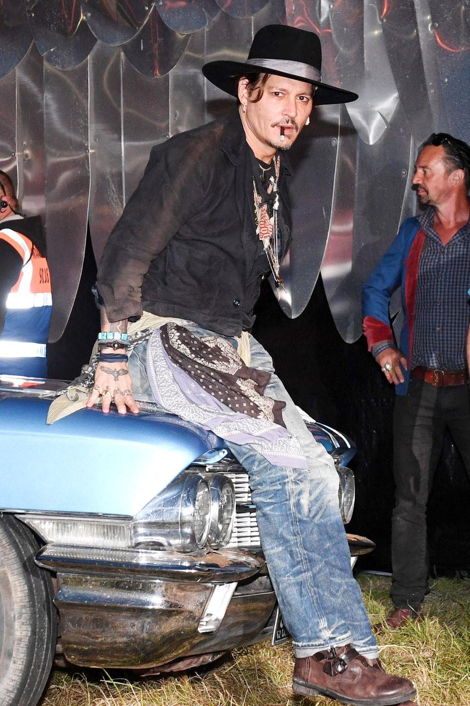"""Johnny Depp: 13 Jahre alt  Während dem Promoting von Tim Burtons Musical """"Sweeney Todd"""" verriet Johnny Depp dem """"Rolling Stone"""": """"Ich habe nie so etwas Kollaboratives gemacht, seit ich mit 13 meine Jungfräulichkeit verloren habe."""""""