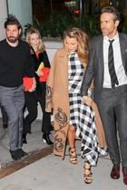 Als Doppel-Date verlassen die vier gut befreundeten Hollywood-Stars die Film-Party dann gemeinsam.