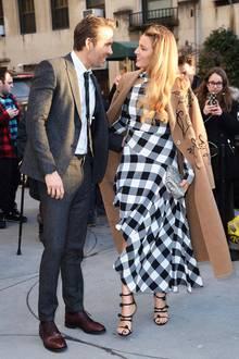 """Ryan Reynolds perfekt sitzender, grauer Anzug passt hervorragend zum stylischen Karo-Look seiner schönen Frau Blake Lively. Das Traumpaar besucht ein Screening und die anschließende Party des Giacometti-Biopics """"Final Portrait"""" im Guggenheim-Museum."""