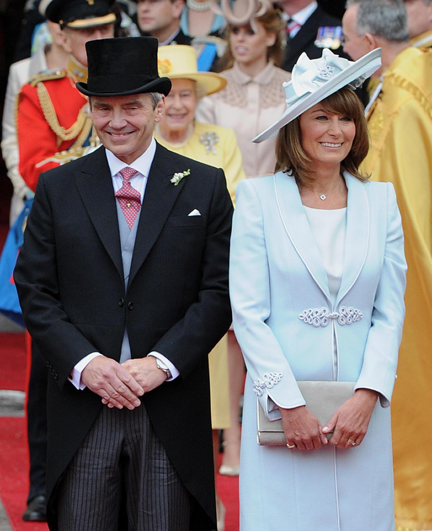 """Michael und Carole Middleton zeigen an der Hochzeit von Prinz William und Kate Middleton im April 2011, wie man sich im """"Morning Dress"""" perfekt kleidet"""
