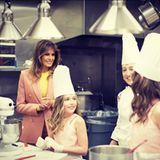 23. März 2018  Seltener Anblick im weißen Haus. Melania Trump in der Küche, wenn auch nur zum Zuschauen.