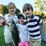 19. März 2018  Donald Trump Jr. ist mit den Kids zum Angeln gefahren. Die Kleinen präsentieren besonders stolz den gefangenen Fisch.