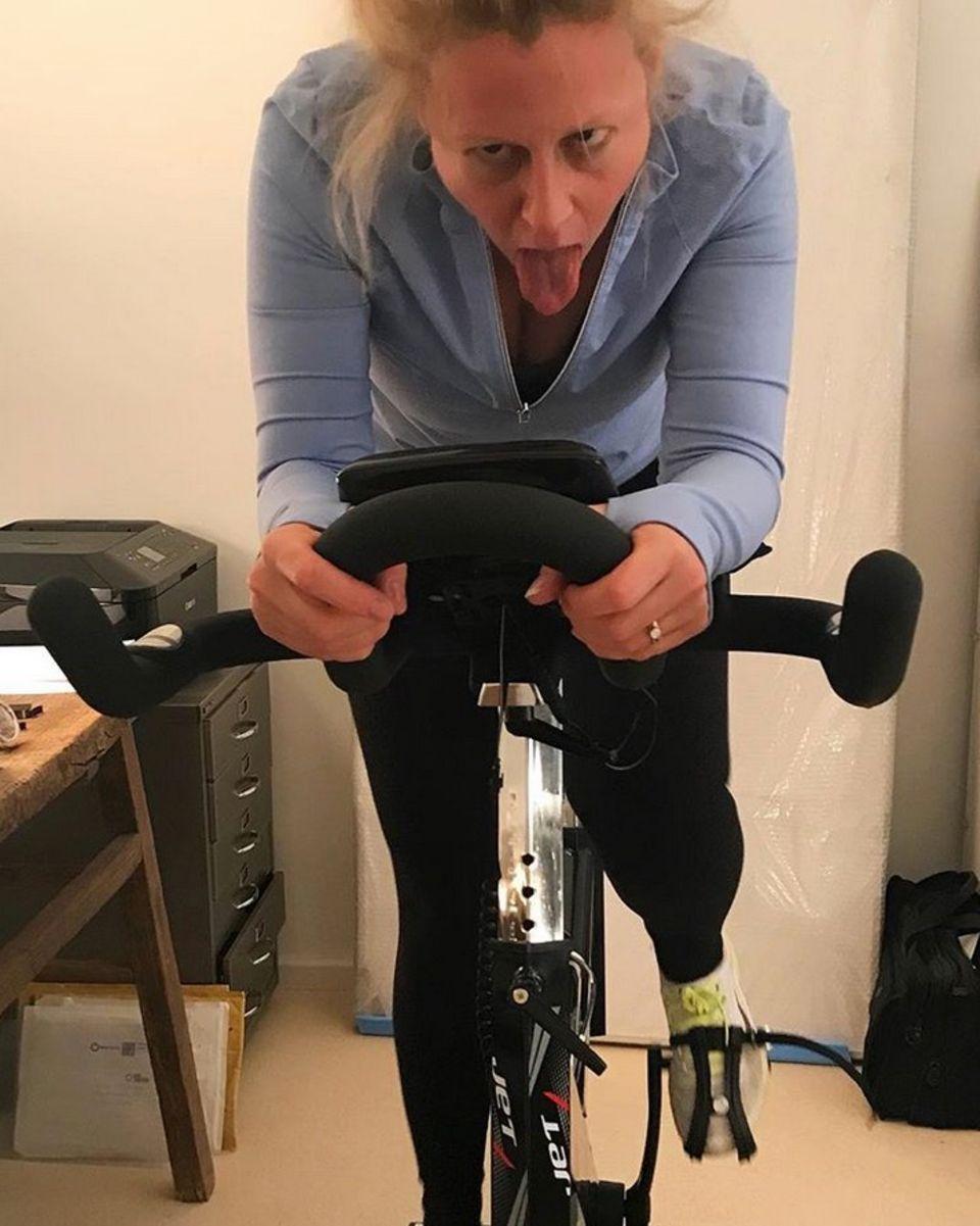 So richtig nach Spaß beim Sport sieht dieses Training von Barbara Schöneberger aber nicht aus.