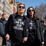 """Der legendäre Musiker Paul McCartney bei der """"March for Our Lives"""" Demonstration in New York. Auf seinem Shirt die Zeilen""""Wir können Waffengewalt beenden"""""""