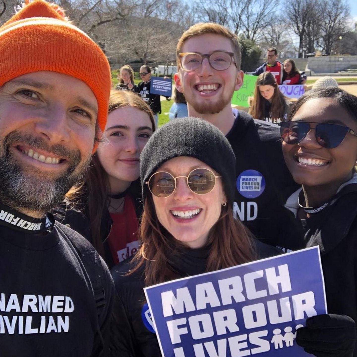 Auch die Schauspielerin Julianne Moore ist zum Demonstrieren nach Washington gekommen.