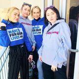 Miley Cyrus ist mit ihrer Mutter Tish und ihren Schwestern Noah und Brandi hoch motiviert, gegen Waffengewalt zu demonstrieren.