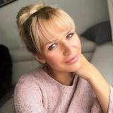 """Auf Instagram teilte Sara Kulka jetzt dieses Selfie mit neuer Frisur und schreibt dazu: """"Noch ein bisschen ungewohnt, aber ich wollte nun mal eine Typveränderung und ich finde, diese ist mir gelungen. Vor 10 Jahren hatte ich jeden Monat eine andere Haarfarbe und heute bin ich etwas gefestigter mit meinen Haaren"""". Wir finden, dass die ehemalige GNTM-Kandidatin ganz toll aussieht!"""