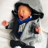 Denn auch an dem Neugeborenen geht ein Montag nicht spurlos vorbei. Leoncino geht es zum Wochenbeginn in einem lässigen Look eher entspannt an.