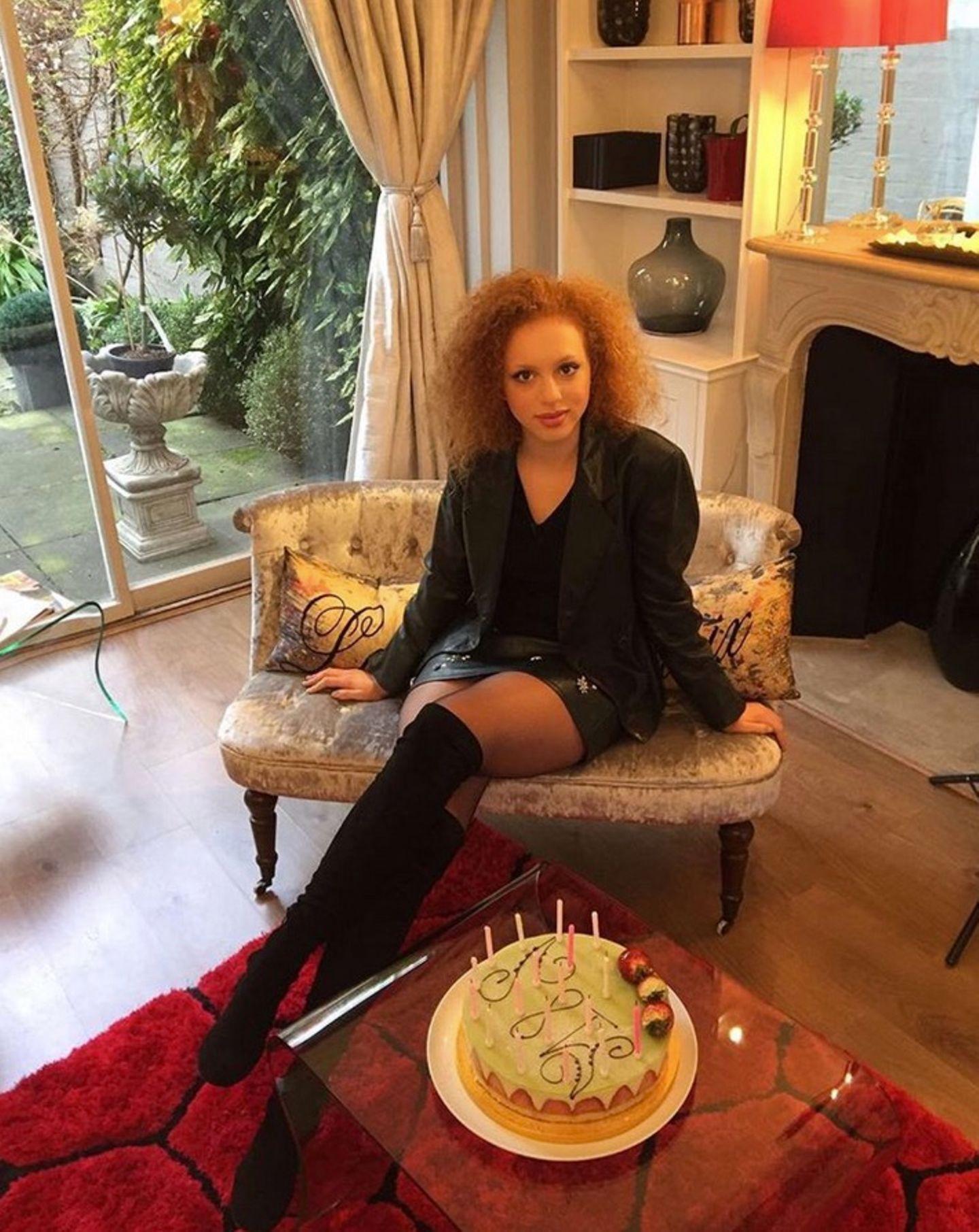 Anlässlich ihres 18. Geburtstages präsentiert Becker Sproß Anna Ermakova auf ihrem Instagram-Account große Torte.