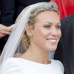 Prinzessin Gabrielle von Nassau-Weilburg mit einer romantischen Hochsteckfrisur, in die ein Diadem und ein Schleier eingearbeitet sind. Wie im Märchen!