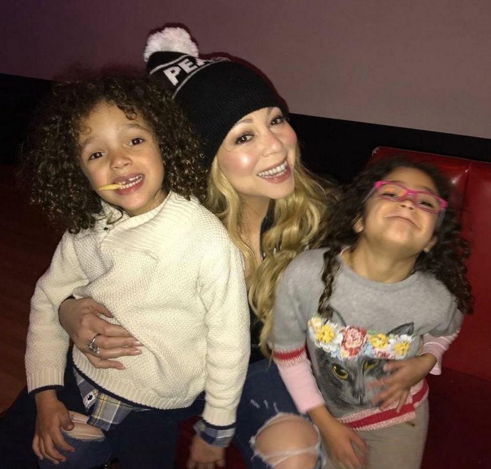 Freitagabende im Hause Carey. Popdiva Mariah albert mit den Kids herum.