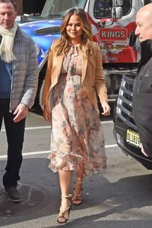 Zarte Pastelltöne können Chrissy und ihre Babykugel auch ganz hervorragend tragen.