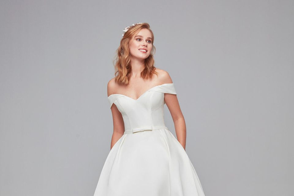Ein klaassisch schönes Satin-Kleid wie das von Fürstin Charléne kostet im Online-Shop von Oleg Cassini umgerechnet knapp 500 Euro.