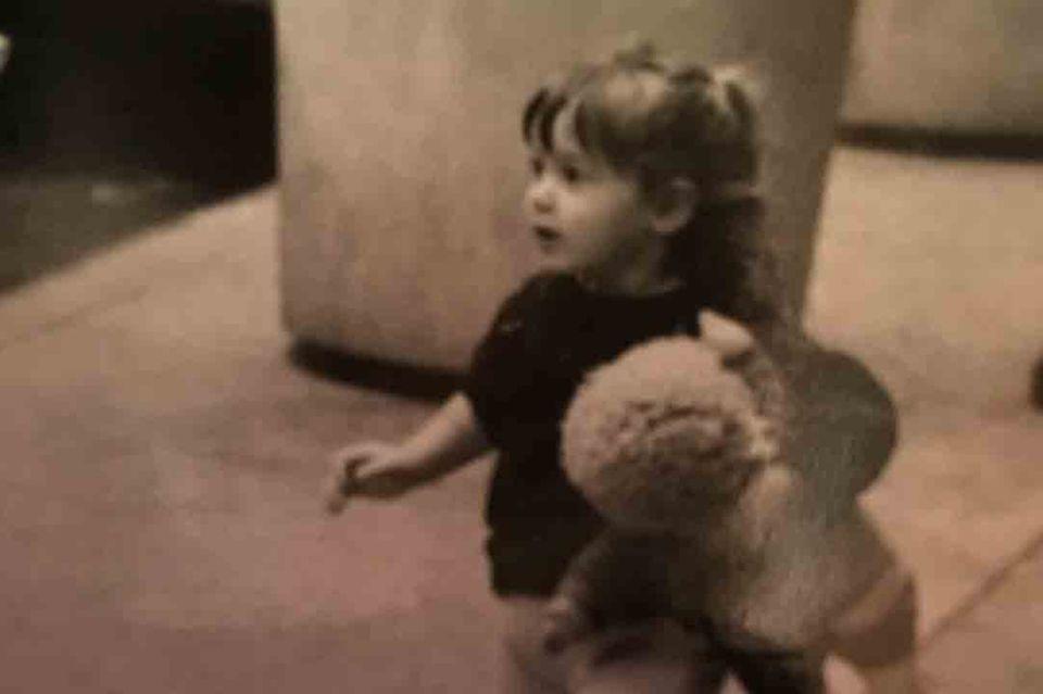 """""""I love you"""" schreibt der Kunsthändler zu diesem Bild seiner Schwester als kleines Mädchen"""