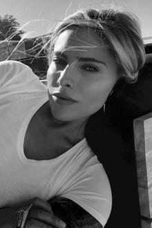 Natural Beauty: Auf dem Schwarz-Weiß-Foto wirkt das sonst so provokante Model ganz unaufgeregt und lässig. Davon hätten wir gern mehr,Sophia Thomalla!