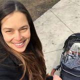 Für Ana Ivanovic hat vor wenigen Tagen ein komplett neues Leben begonnen. Der Tennis-Star ist nun Mutter und genießt es ganz offensichtlich in vollen Zügen. Stolz postet sie dieses Selfie inklusive Kinderwagen auf Instagram.