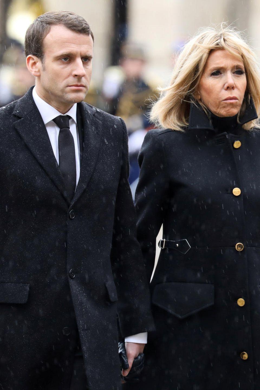 Emmanuel und Brigitte Macron traurig am 28. März in Paris