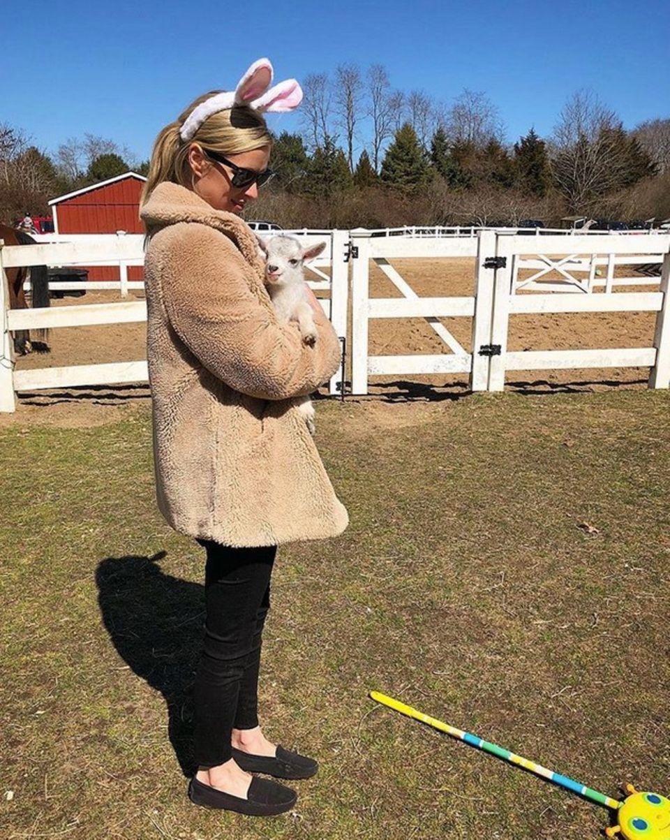 Nicky Hilton zieht es an den Ostertagen raus auf's Land in den Hamptons. Ein obligatorisches Osterbild für ihre Fans darf da natürlich nicht fehlen.