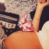 """Die schwangere Annemarie Carpendale wünscht ihren Instagram-Fans auf zuckersüße Art und Weise """"Frohe Ostern""""."""