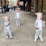 Kleine Osterhasen mitten in New York. Hilaria Baldwin sendet über Instagram süße Ostergrüße. Die drei Kids Carmen, Leonardo und Rafael haben sich in zuckersüße Osterkostüme geworfen und laufen durch die Stadt.